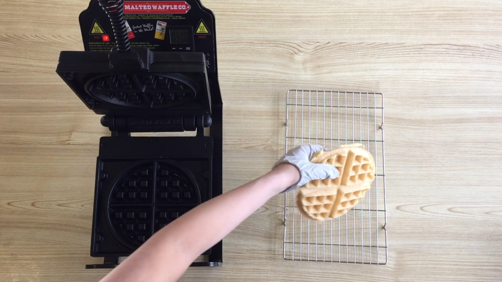 How to remove and cool the waffle.